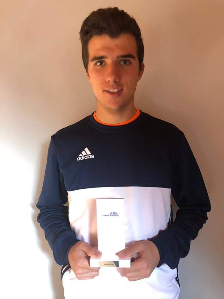 Guillermo Ramirez subcampeón del Torneo Absoluto de la Ciudad de la Raqueta